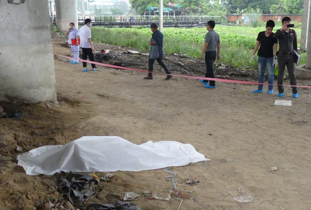 A homeless man found dead Thursday in Pathum Thani province.