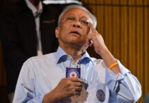 Suthep Thaugsuban sheds tears June 3 at a Power of Thai People's Nation Party assembly.