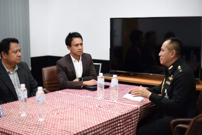 Titipol Phakdeewanich, center, sits with Col. Mongkut Kaewprom, right, on Thursday in Ubon Ratchathani province. Photo: Titipol Phakdeewanich / Facebook
