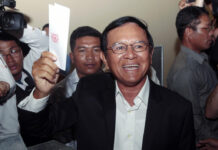 Then opposition Cambodia National Rescue Party President Kem Sokha shows off his ballot before voting in June 2017 in local elections in Chak Angre Leu on the outskirts of Phnom Penh. Photo: Heng Sinith / Associated Press