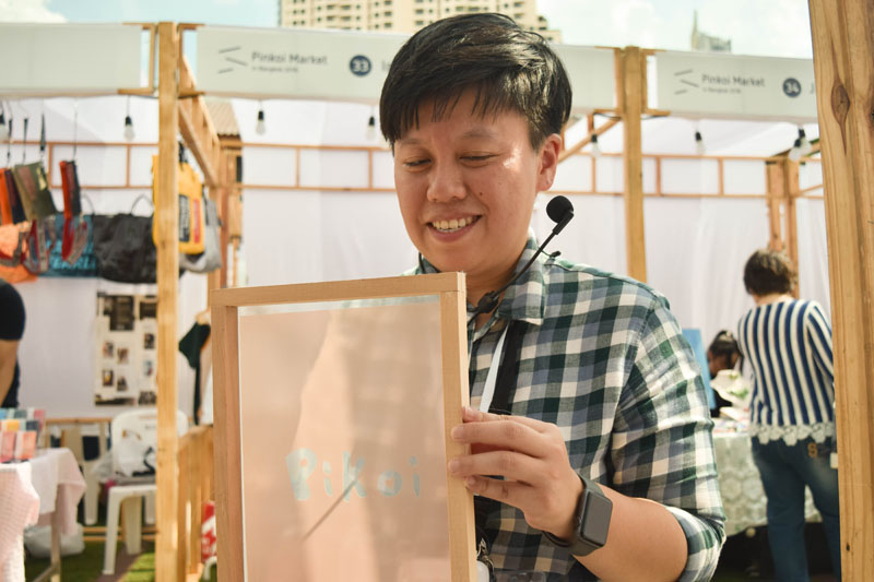 Chiu Chiung-yu of inBlooom brand holds up a screen printing frame.