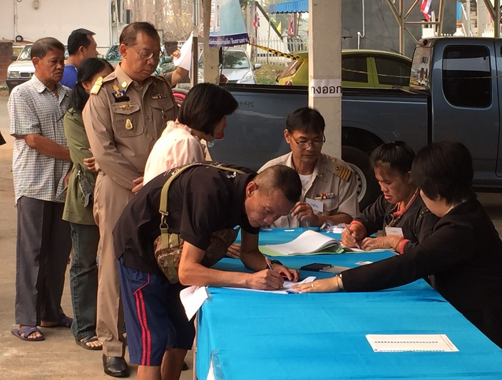 Phayao Gov: Narongsak Osotthanakorn is third in line at a polling station there.