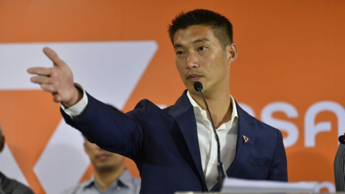 Future Forward Party leader Thanathorn Juangroongruangkit speaks in a March 26, 2019, press briefing at the party's headquarters.