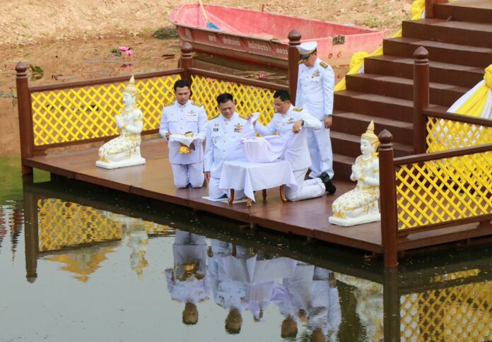 The Phitsanulok Governor, right, leads the Thursday rehearsal to draw holy water for the coronation ceremony.