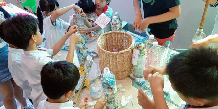 Students making eco-bricks in December 2018. Photo: Trash Hero Bangkok / Facebook