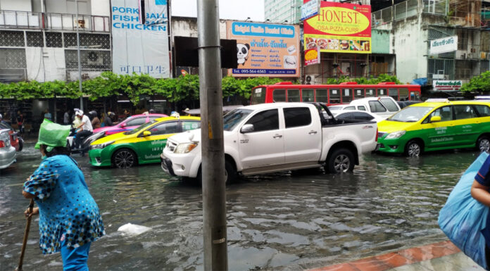 Flooded streets on June 7, 2019 in central Bangkok. Photo: Smile_weak / Twitter