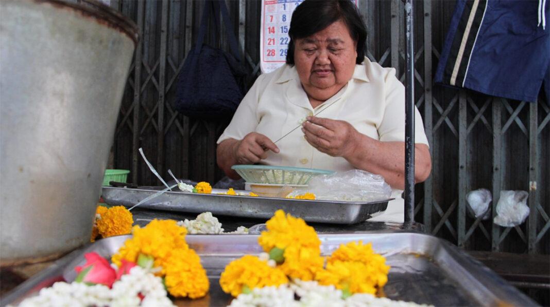 Thawin Chaotiang makes garlands July 17, 2019 in Ratchaburi.