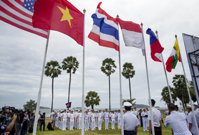 Officers of the U.S. Navy and maritime forces of Association of Southeast Asian Nations (ASEAN) participate in the inauguration ceremony of ASEAN-U.S. Maritime Exercise in Sattahip, Thailand, Monday, Sep. 2, 2019. Photo: Gemunu Amarasinghe / AP
