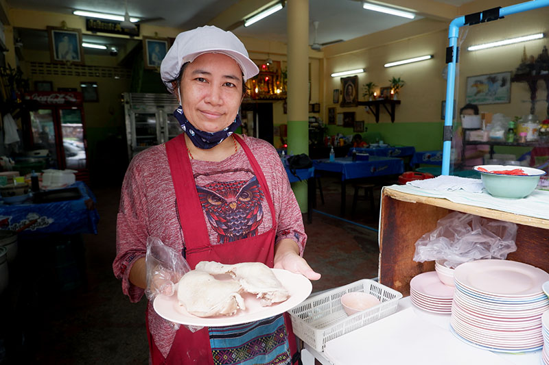 For 45 Years in Yannawa, a Chicken Rice Shop Never Lost Its Charm